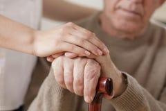 Kobiety i mężczyzna mienia ręki zdjęcia royalty free