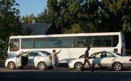Kobiety i mężczyzna wypadek drogowy obraz stock