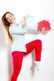 Kobiety i papieru dom Lokalowy nieruchomości pojęcie Zdjęcie Royalty Free