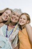 Kobiety I Uroczysta córka ono Uśmiecha się Wpólnie zdjęcia stock