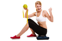 kobiety jej podnoszenie uzbrojony Pomyślny dieting odchudzać Obrazy Stock