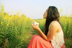 Kobiety kawowa morming natura Fotografia Stock