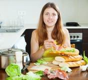 Kobiety kulinarny bocadillo Zdjęcia Royalty Free