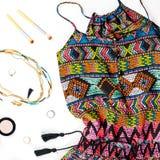 Kobiety lato odzieżowy i mod akcesoria Kolorowy kombinezon, sandały, kobiet akcesoria, uzupełniał rzeczy Fotografia Stock