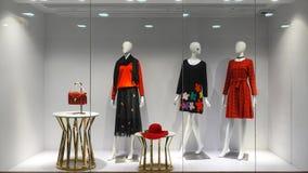 Kobiety mannequin mody detalicznego sklepu okno przód zdjęcie royalty free