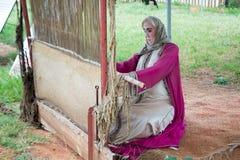 Kobiety mannequin wyplata handmade dywan obrazy royalty free