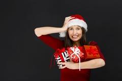 Kobiety mienia Bożych Narodzeń prezenty zdjęcia stock