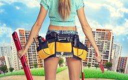 Kobiety mienia budynku wyrwanie i poziom _ Zdjęcie Stock