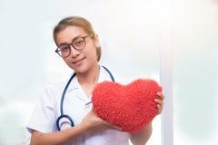 Kobiety mienia czerwieni doktorski serce obraz royalty free
