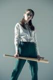 Kobiety mienia kij bejsbolowy Zdjęcia Stock