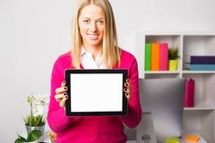 Kobiety mienia pastylka z Pustym ekranem zdjęcie stock