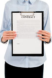 Kobiety mienia schowek z kontraktem zdjęcie royalty free