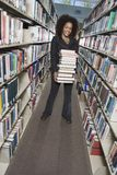 Kobiety mienia sterta książki Zdjęcie Stock