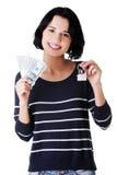 Kobiety mienia USA dolarów rachunki i dom modelują Obraz Royalty Free