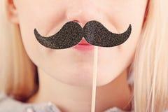 Kobiety mienia wąsy na kiju zdjęcie stock