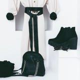 Kobiety mody akcesoria w białym wnętrzu Zdjęcia Stock