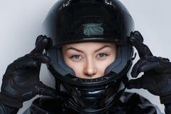 Kobiety moto hełm fotografia royalty free