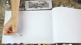 Kobiety muśnięcie podsyca bez koloru dla twój teksta na notatniku lub prezentaci zdjęcie wideo