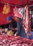 Kobiety od Xinjiang sprzedawania Gubernialnego baranka Fotografia Royalty Free