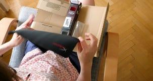 Kobiety odpakowania amazonki unboxing karton zbiory