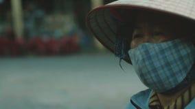 Kobiety odprowadzenia puszek uliczny zakończenie zbiory