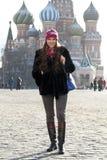 Kobiety odprowadzenie na placu czerwonym w Moskwa Zdjęcia Royalty Free