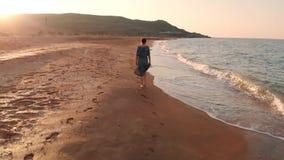 Kobiety odprowadzenie przy plażą zbiory
