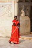 Kobiety odprowadzenie w Khas Mahal, Agra fort, Uttar Pradesh, India Obrazy Royalty Free