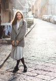 Kobiety odprowadzenie w starym miasteczku Zdjęcia Stock
