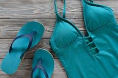 Kobiety odzież, akcesoria, buta słomiany kapelusz, błękitna zieleń pływa Zdjęcie Royalty Free