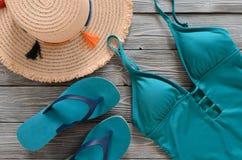Kobiety odzież, akcesoria, buta słomiany kapelusz, błękitna zieleń pływa Zdjęcia Royalty Free