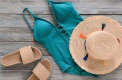 Kobiety odzież, akcesoria, buta słomiany kapelusz, błękitna zieleń pływa Obrazy Stock
