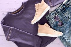 Kobiety odzież, akcesoria, obuwie fiołkowa bluza sportowa, kwas Fotografia Stock