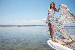 Kobiety odzieży suknia w motorboat Fotografia Royalty Free