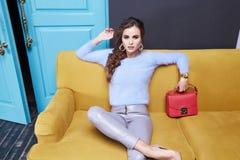 Kobiety odziewa makeup katalogu mody inkasowego styl obraz royalty free
