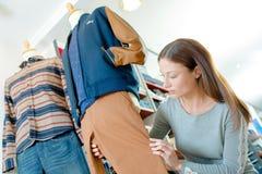 Kobiety opatrunkowa atrapa w odzieżowym sklepie Obrazy Royalty Free