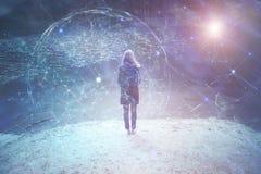 Kobiety osoby stojaki przy jeziorem z cyberprzestrzeni tłem Zdjęcia Royalty Free