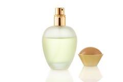 Kobiety pachnidło w pięknej butelce odizolowywającej na bielu Fotografia Stock
