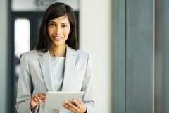 Kobiety pastylki komputer osobisty Zdjęcia Stock