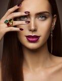 Kobiety piękna Makeup, gwóźdź warg oczy, Wzorcowa twarz Uzupełniał zdjęcie stock