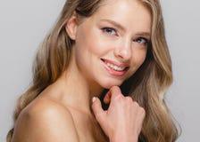 Kobiety piękna twarz Piękna blondynki kobiety piękna modela dziewczyna z Fotografia Stock