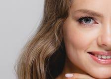 Kobiety piękna twarz Piękna blondynki kobiety piękna modela dziewczyna z Obraz Royalty Free