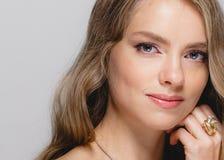 Kobiety piękna twarz Piękna blondynki kobiety piękna modela dziewczyna z Zdjęcia Stock