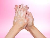 kobiety piankowy ręk mydło fotografia stock