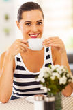Kobiety pije kawa Zdjęcia Royalty Free
