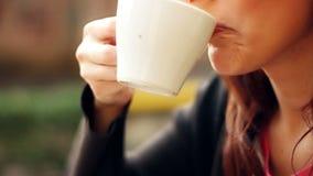 Kobiety pije kawa zdjęcie wideo