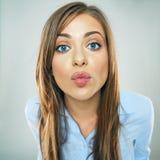 Kobiety przedstawienia buziaka wargi, twarzy biznesowa kobieta portret śmieszny fa Zdjęcia Royalty Free