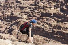 Kobiety przy Wysoki miejsce poświęcenie Petra Jordania obraz royalty free