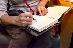 Kobiety ręki writing fotografia stock