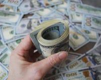 Kobiety ręki chwyta gotówki dolara banknoty Fotografia Stock